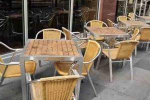 Металлические столы и стулья