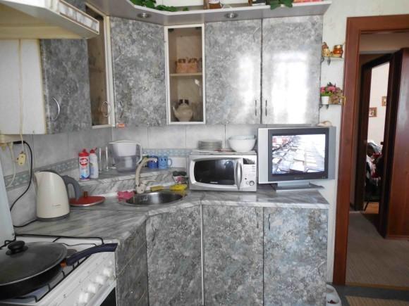 Дизайн кухни маленькой площади в квартире серого цвета