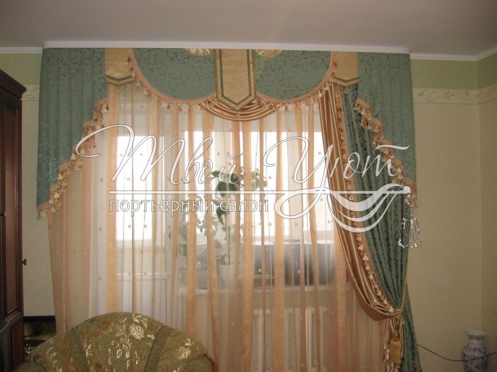 Фисташковая штора с красивым ламбрекеном