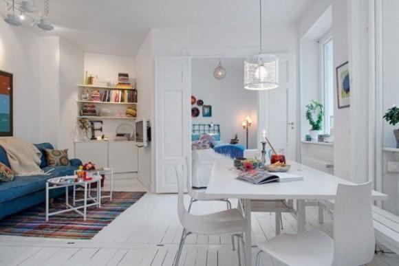 Интерьер квартиры в скандинавском стиле белый фон служит холстом для ярких цветовых пятен предметов мебели и аксессуаров (3)