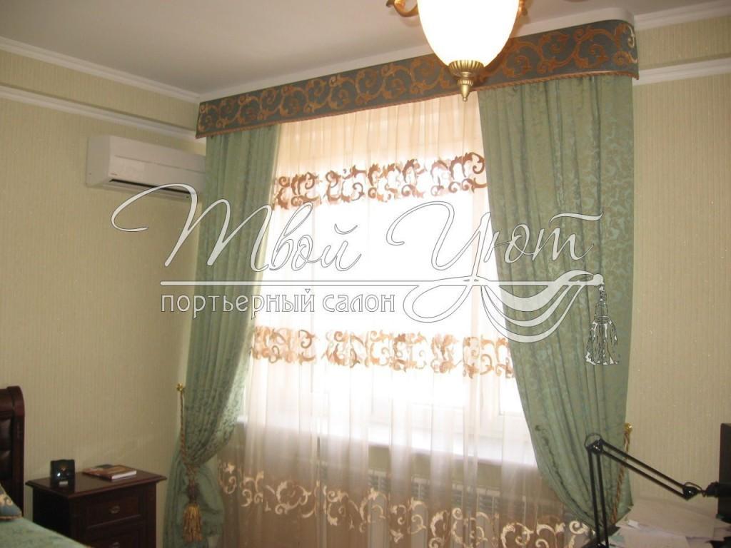 Красивая фисташковая штора в спальне