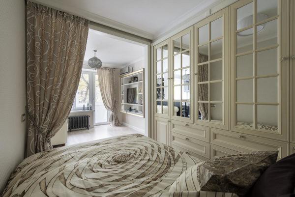 Красивый шкаф купе в спальне