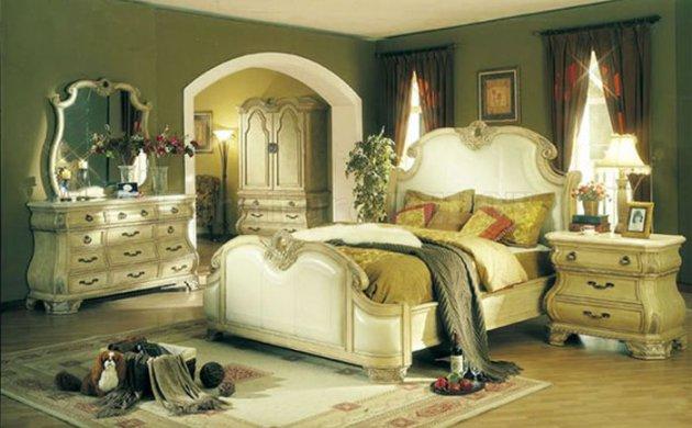 Клачссическая спальня в белом цвете